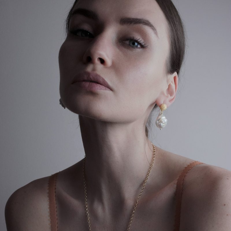 baroque-pearl-and-gold-drop-earring