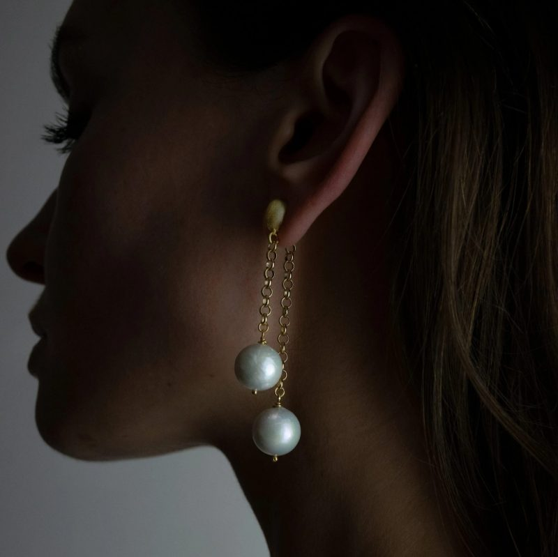 pearl-and-gold-chain-drop-earrings