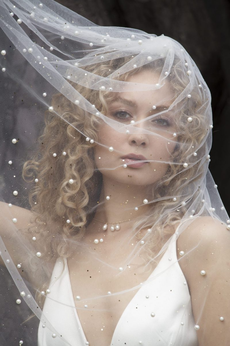 Pearl-and-gold-glitter-ivory-veil